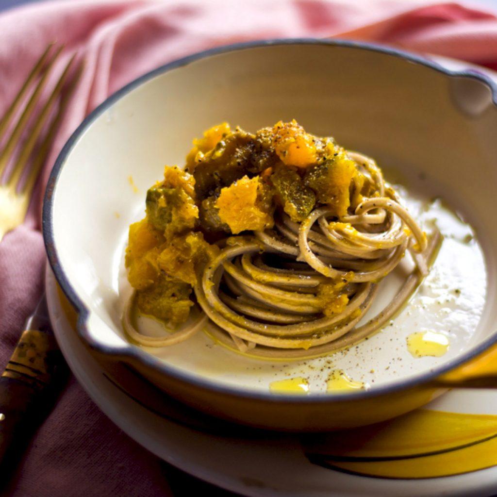 pasta-al-sugo-di-zucca-e-funghi